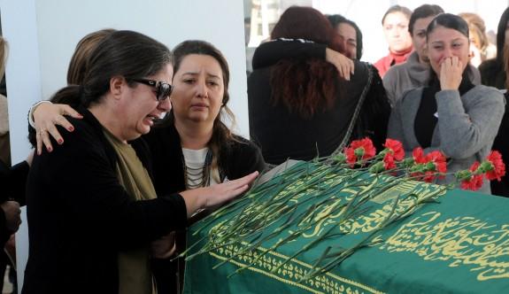 Kadriye Bayraktar, BRTK'dan gözyaşı ve alkışlarla uğurlandı