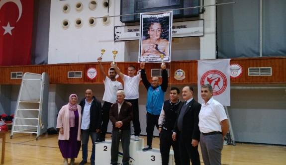 Kickboksun şampiyonu Mağusa İhtisas
