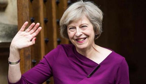 """""""Theresa May'e yönelik suikast önlendi"""" iddiası"""