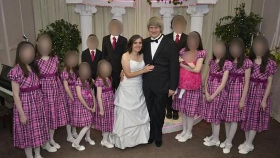 13 çocuğunu yatağa zincirleyip aç bırakan çift yakalandı