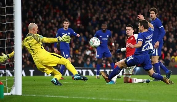 Arsenal, Lig Kupası'nda finalde