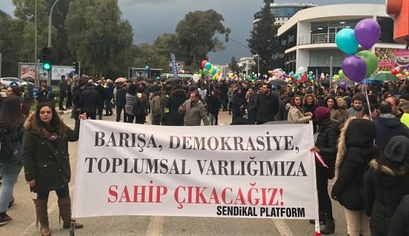 """""""Barış ve Demokrasi"""" eylemine yoğun katılım"""