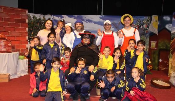 Çocukların tiyatro neşesi