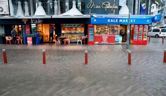 Ege taştı, İzmir'i su bastı