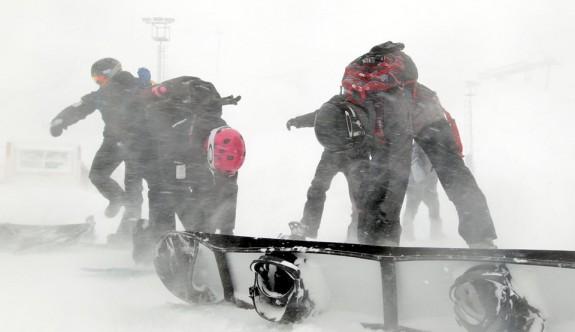 Erzurum'daki dünya şampiyonası elemelerine kar engeli