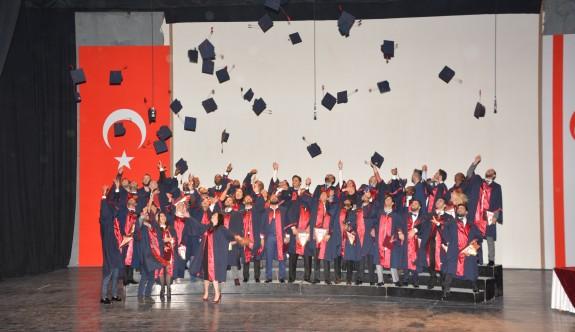 Genç mimarların mezuniyet coşkusu