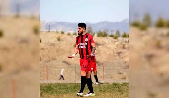Hasan'ın tercihi yine kırmızı siyah