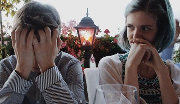 İlişkilerde Erkeklerin Kadınlara İtiraf Etmekten Korktuğu 8 Şey