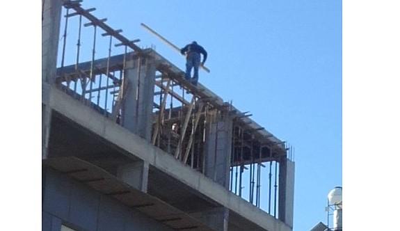 İşçiler, 15 metre yükseklikte ölümle dans ediyor