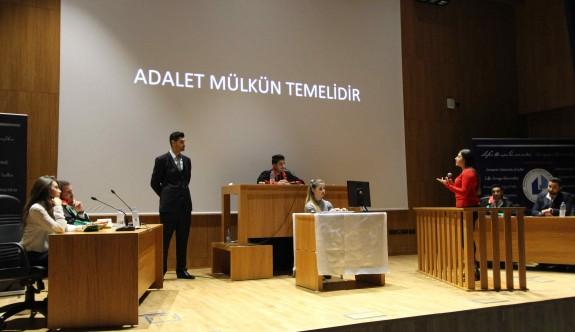 LAÜ'deki sanal duruşma gerçek mahkemeyi aratmadı