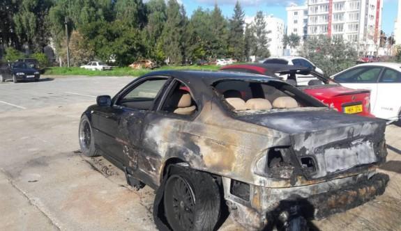 Mağusa'da iki araç kundaklandı
