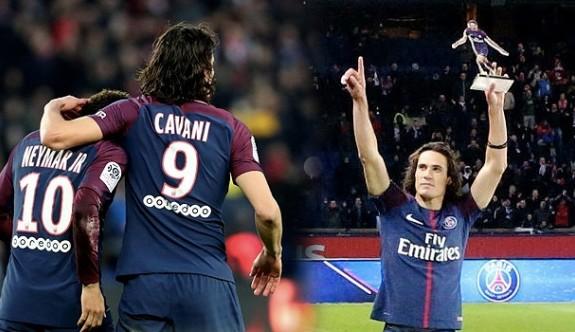 PSG farka gitti, Cavani tarihe geçti