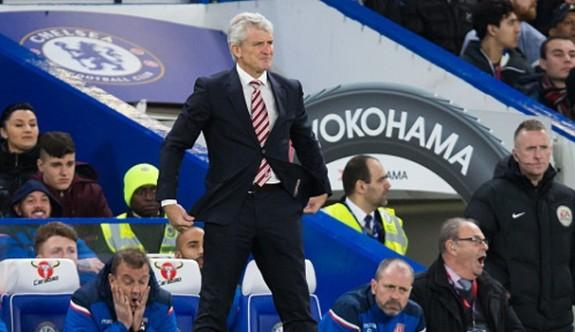 Stoke City, Hughes ile yollarını ayırdı