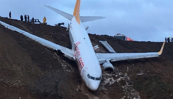 Trabzon'da uçak pistten çıkarak uçurumun kenarında durdu
