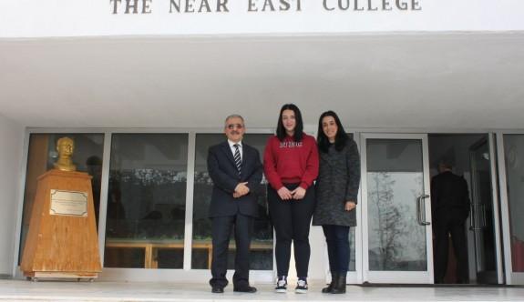 Yakın Doğu Koleji'nden elde edilmesi zor bir başarı daha