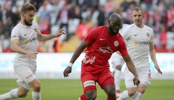 Antalyaspor'a Doukara hayat verdi