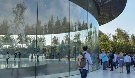 Apple binasında 7 kişi yaralandı