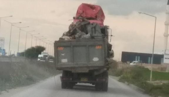 Bu kamyonu gören kenara çekildi