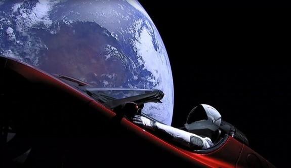 Elon Musk, Falcon Heavy ile Tesla otomobili uzaya gönderdi (Elon Musk kimdir?)
