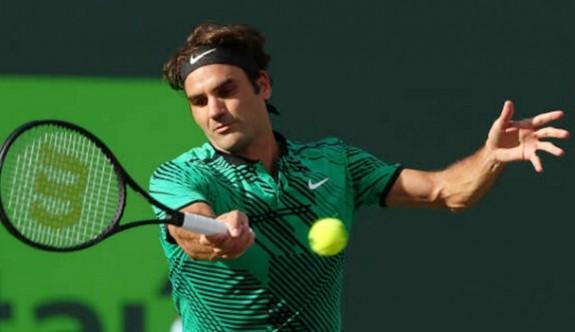 Federer rekora çok yakın