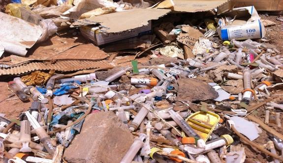 Köfünye'de tıbbi atıklar çevreye yayıldı