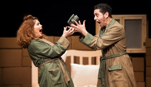 """Lefkoşa Belediye Tiyatrosu'ndan """"İki Kişilik Hırgür"""""""