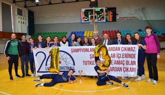 Liselerin şampiyonları Levent ve Yakın Doğu kolejleri