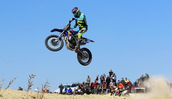 Motocrosslar, Aya'da havalandı