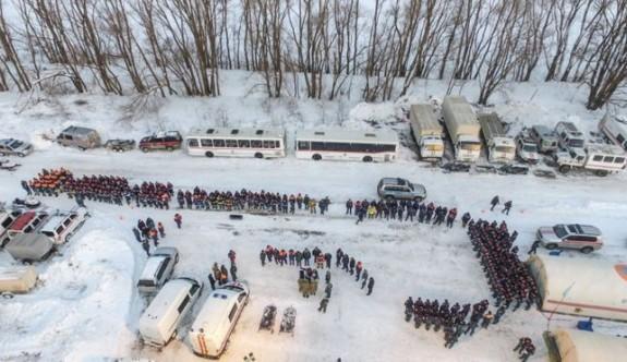 Rusya'da düşen uçağın enkazında arama