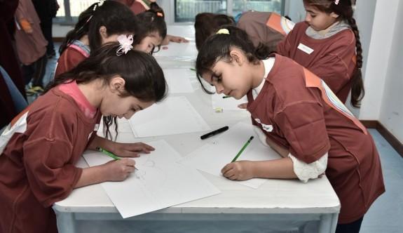 Surlariçi çocukları sanat terapi atölyelerinde çalışıyor