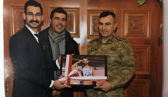 Tümgeneral Yılmaz Yıldırım, Yiğitcan'ı kutladı