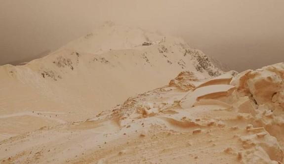 Avrupa'ya 'turuncu kar' yağdı