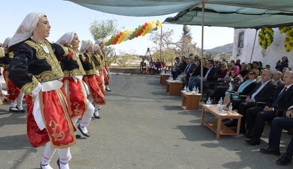 Buram buram Kıbrıs kokan bir festival
