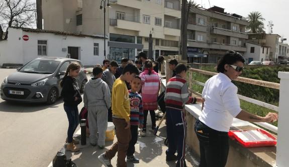 Çocuklar çevre için duvarları boyadılar