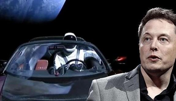 Elon Musk uzaya neden otomobil gönderdiğini açıkladı