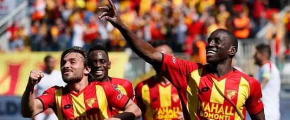 Göztepe'de Demba Ba'ya iki yıllık sözleşme