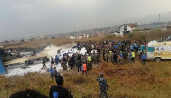 Nepal'de Bangladeş'e ait yolcu uçağı inişte alev aldı