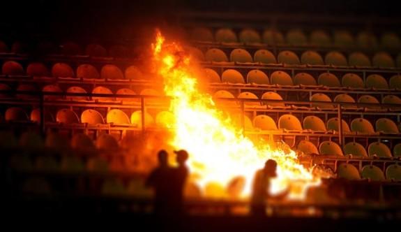 Bulgaristan'da derbide tribünde bomba patladı