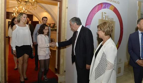 Cumhurbaşkanı Akıncı, sanatçılarla sarayda bir araya geldi