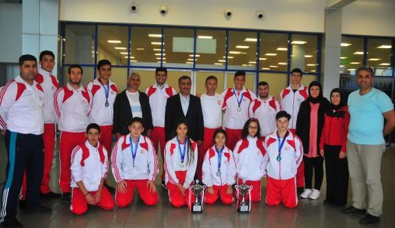 Kickbokscularımız Antalya'dan kupalarla döndü