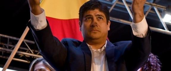Kosta Rika'da eşcinsel evliliği savunan aday seçimi kazandı