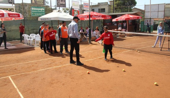 Özel çocukların tenis heyecanı