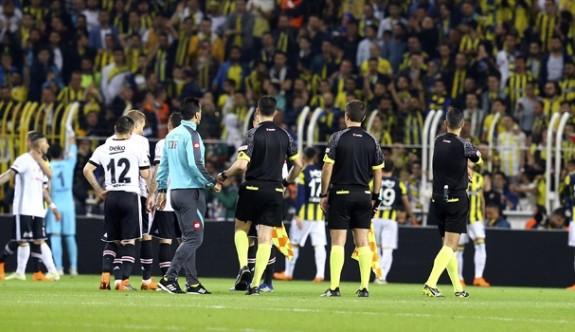 Son dakika: Fenerbahçe-Beşiktaş maçı tatil edildi