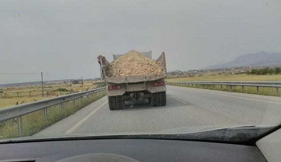 Yol güvenliğini tehlikeye atmak bu kadar mı kolay?