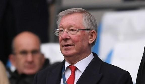 Alex Ferguson hastaneye kaldırıldı