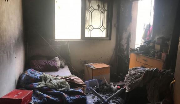 Balkonda başlayan yangın yatak odalarına sıçradı