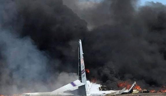 Emeklilik uçuşunu yapan askeri uçak düştü: 9 ölü