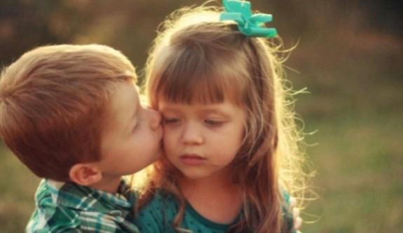 Kızını öpen 4 yaşındaki çocuğa dava açtı