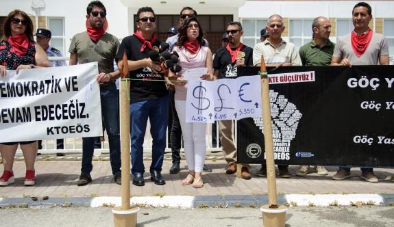 Öğretmenlerden 'kazıklı' protesto