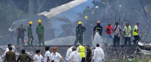 SON DAKİKA: Küba'nın başkenti Havana'da yolcu uçağı düştü